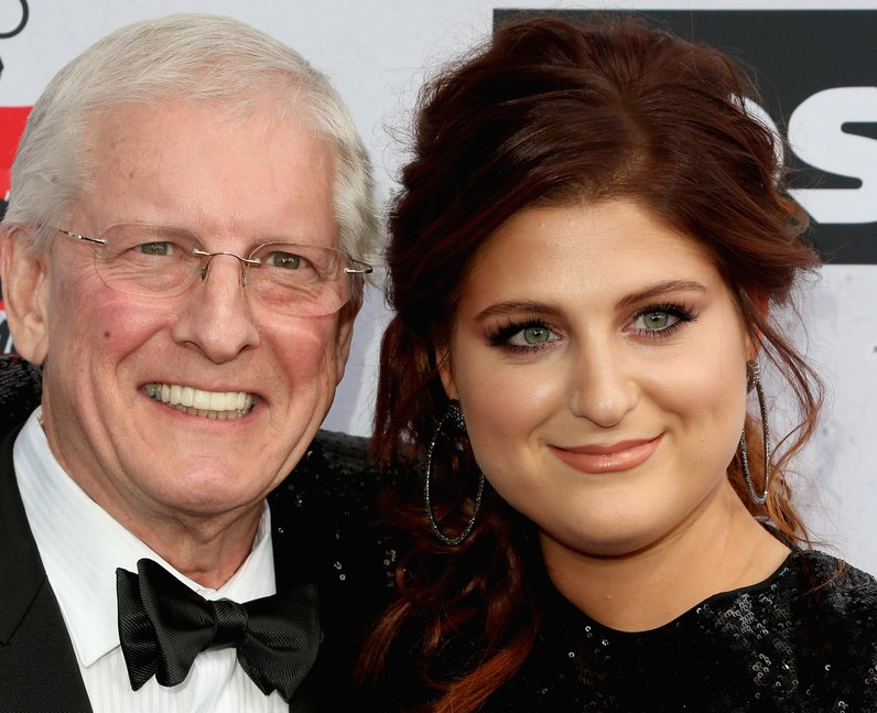 Meghan Trainor bring her Dad to iHeart Music Award