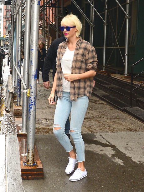 Taylor Swift steps out in a casual outfit ahead of
