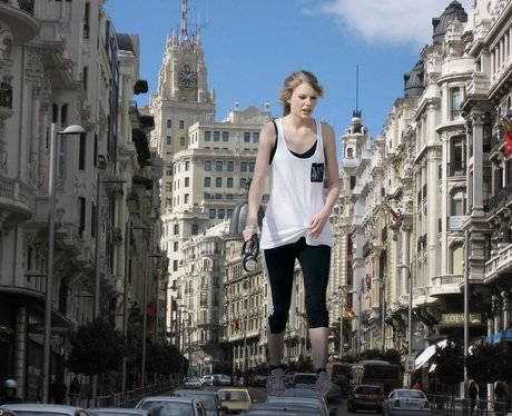 Giant Taylor Swift 3