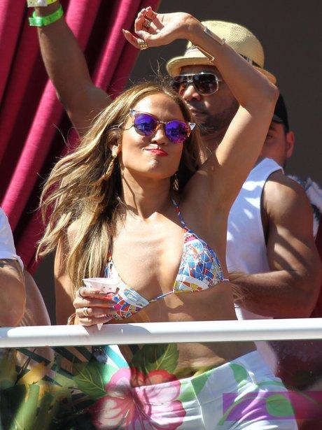 Jennifer Lopez parties in bikini