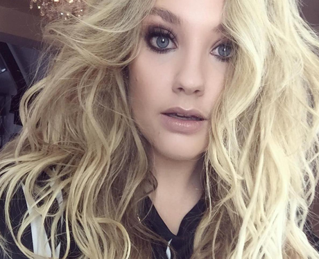 Ella Henderson shows off on point make up