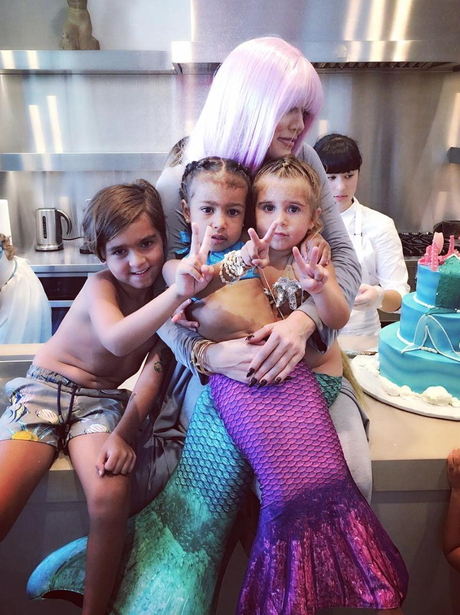 Khloe Kardashian cosies up with her nieces and nep