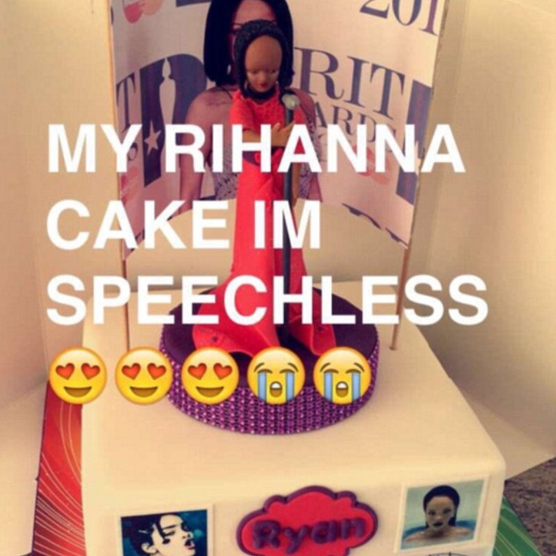 Fantastic One Fan Got A Rihanna Cake And The Entire Internet Isnt Happy Funny Birthday Cards Online Fluifree Goldxyz