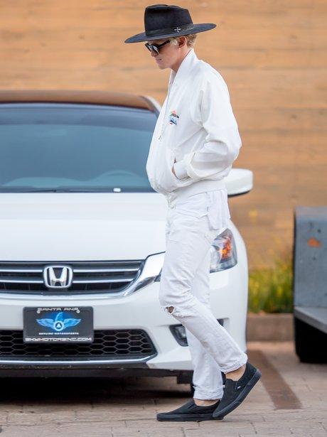 Cody Simpson wears all white as he heads to 4th Ju