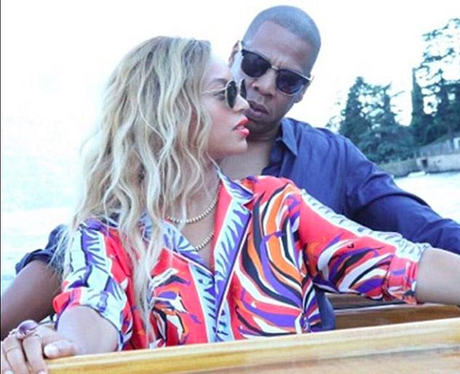 Beyonce and Jay Z cuddle up in new holiday photos