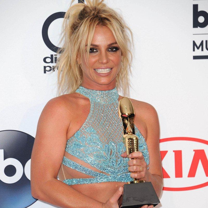 Britney von 2016 Capricorn online datiert