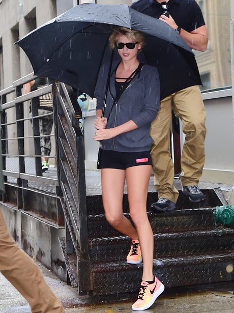 Taylor Swift heads to the gym in the rain