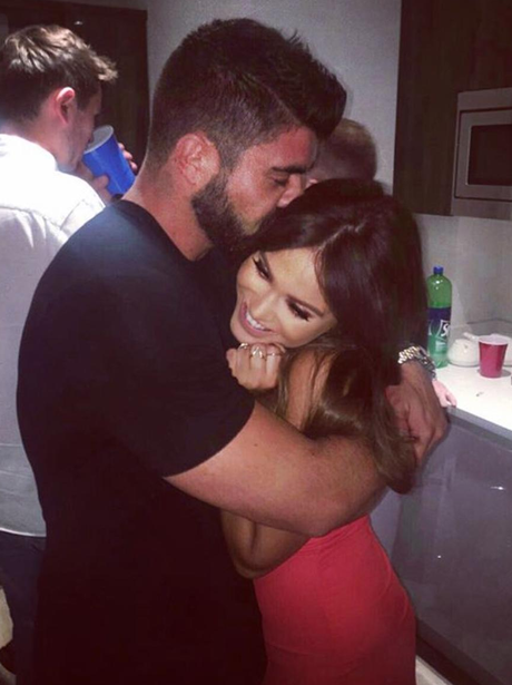 Vicky Pattison cosies up to new man, Rodge the Tod