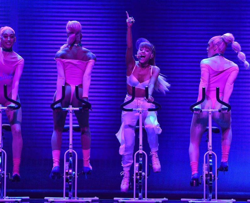 Ariana Grande Performing Live MTV VMAs 2016