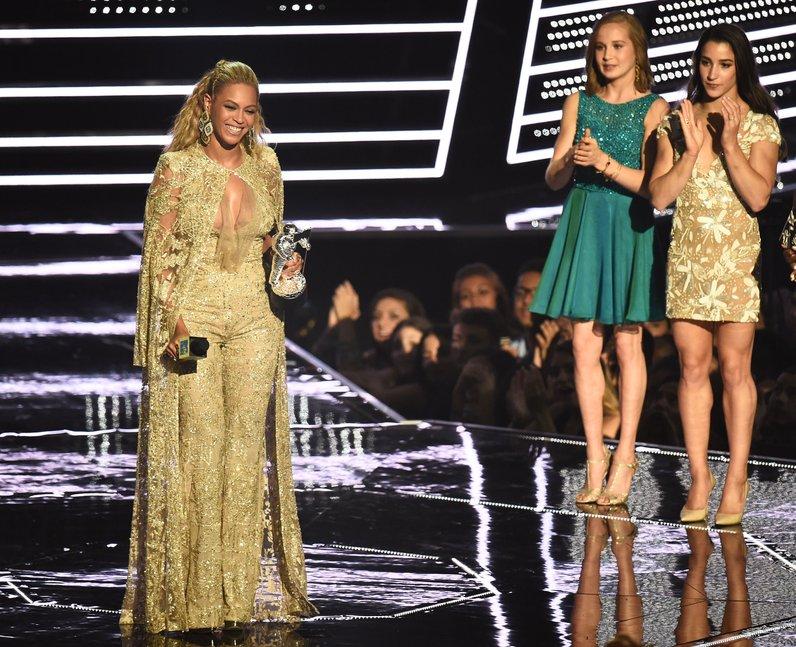 Beyonce accepts her award MTV VMAs 2016
