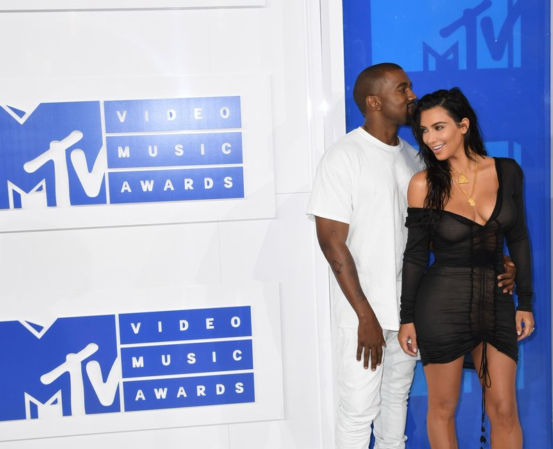 Kim Kardashian Knaye West MTV VMAs 2016 Red Carpet