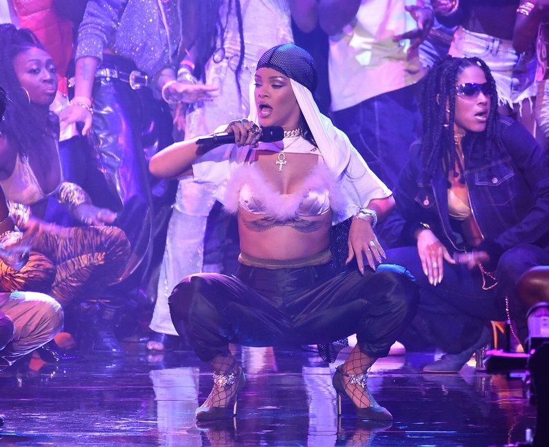 Rihanna Performing Live MTV VMAs 2016