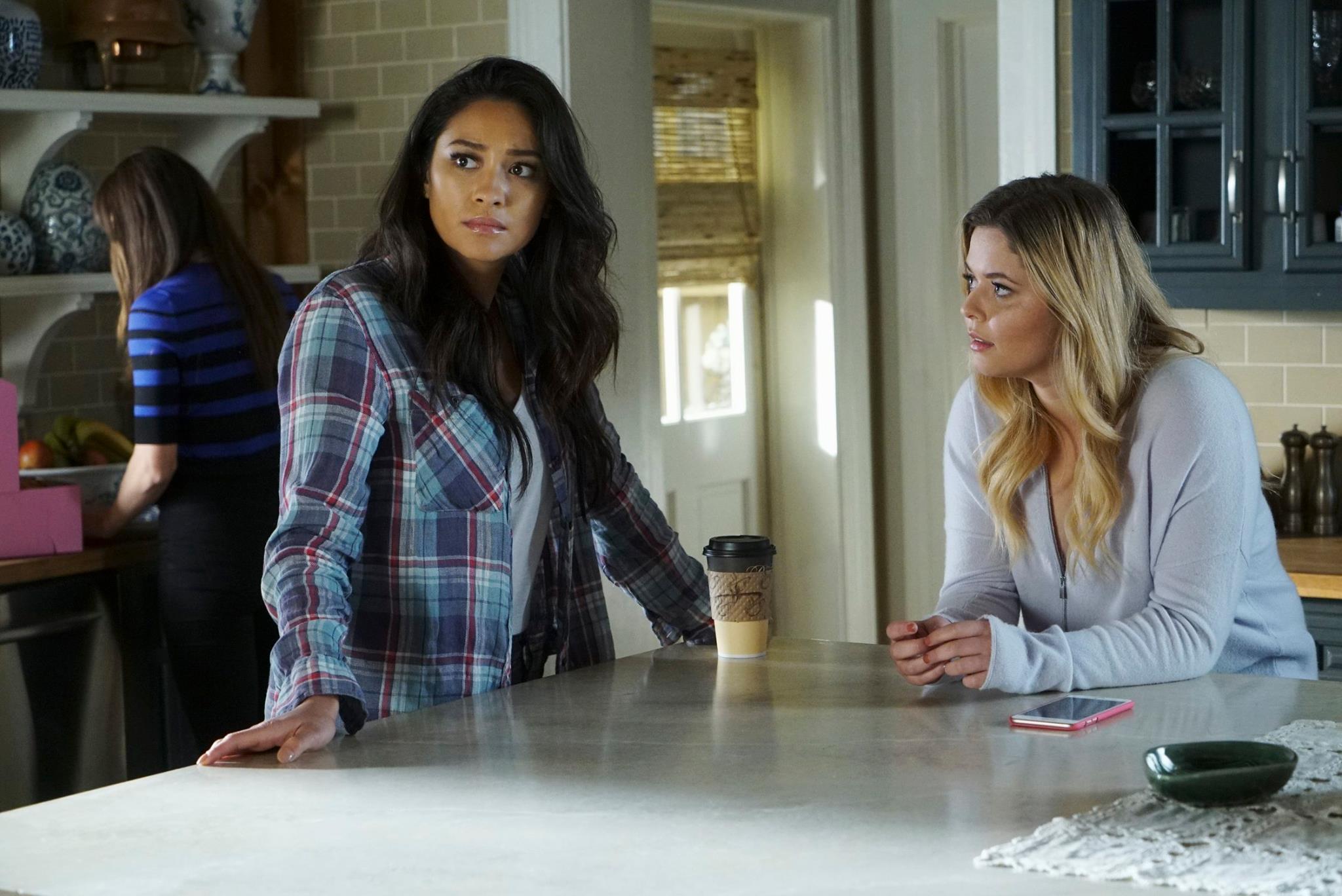 Emily and Alison Pretty Little Liars Season 7