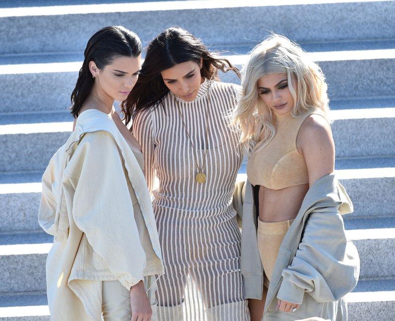 Kendall Jenner, Kim Kardashian and Kylie Jenner po