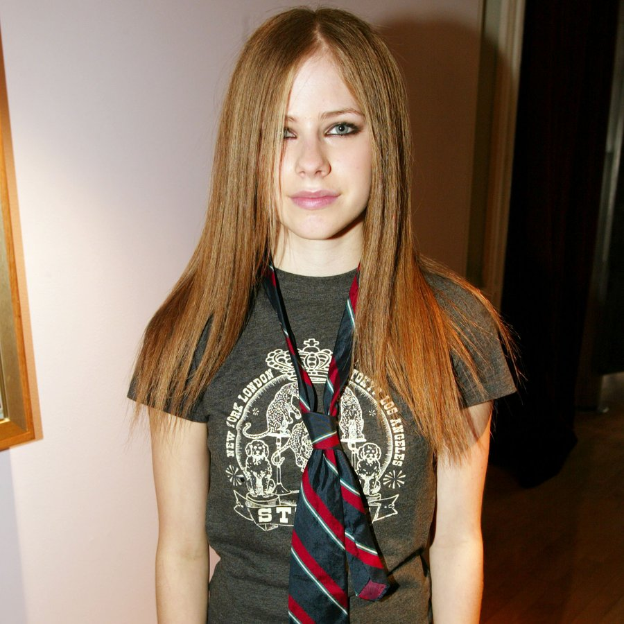There's Now So Much 'Evidence' For The 'Avril Lavigne Has ...