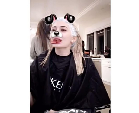 Kylie Jenner dyes her hair in the kitchen