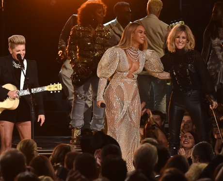 Beyonce attends the CMAs and performs with the Dix
