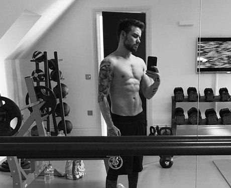 Liam Payne Topless Selfie
