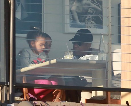 Beyonce and Jay-Z take Blue-Ivy for Thanksgiving l