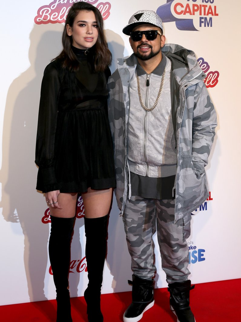 Little Mix Ellie Goulding Amp Shawn Mendes Lead Jingle Bell