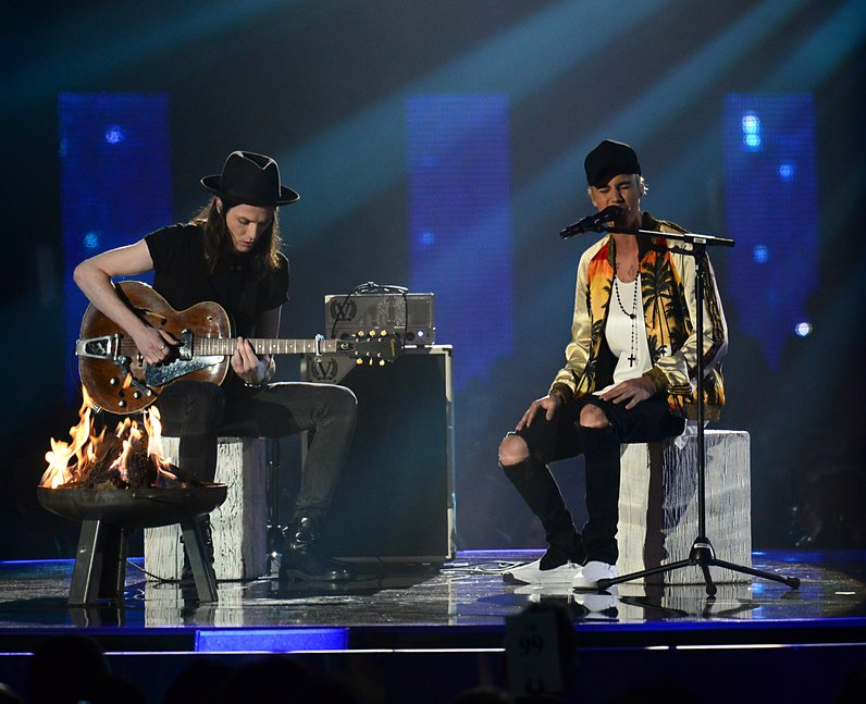 Best Live Photos 2016 James Bay and Justin Bieber