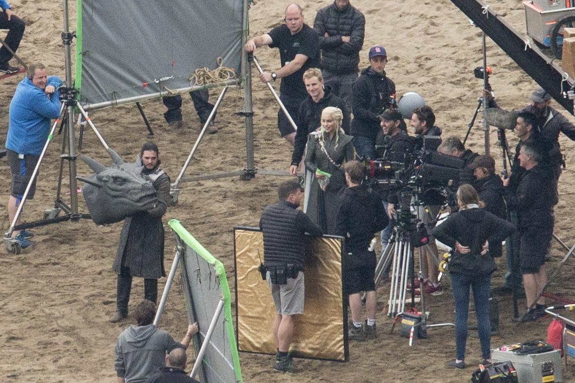 Emilia Clark Kit Harington filming Game of Thrones