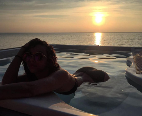 Jed Elliott posts peachy photo of girlfriend Jade