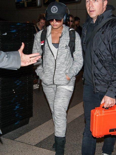 Demi Lovato goes incognito