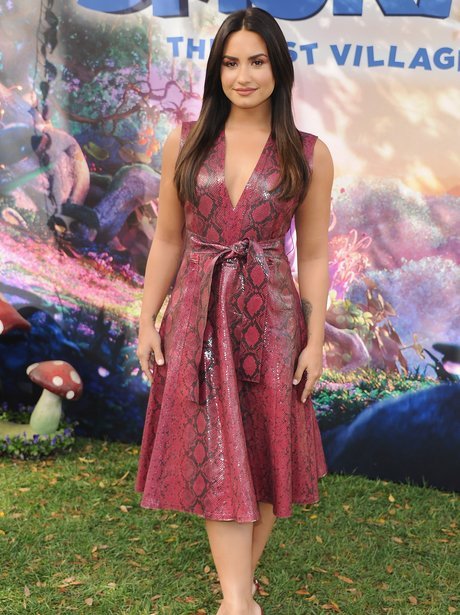 Demi Lovato looks glam for Smurfs photocall