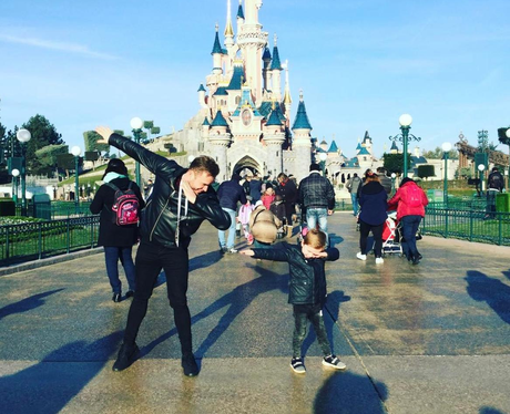 Olly Murs dabs at Disneyland