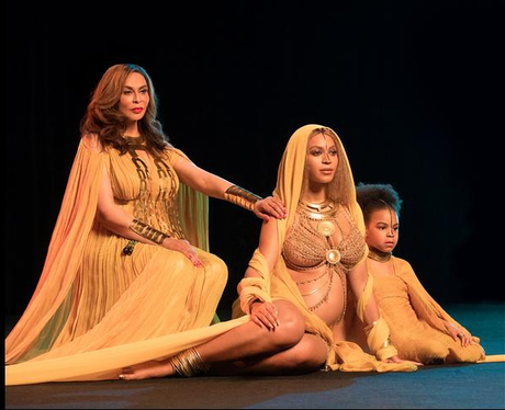 Beyonce Grammy Awards 2017 Mother and daughter