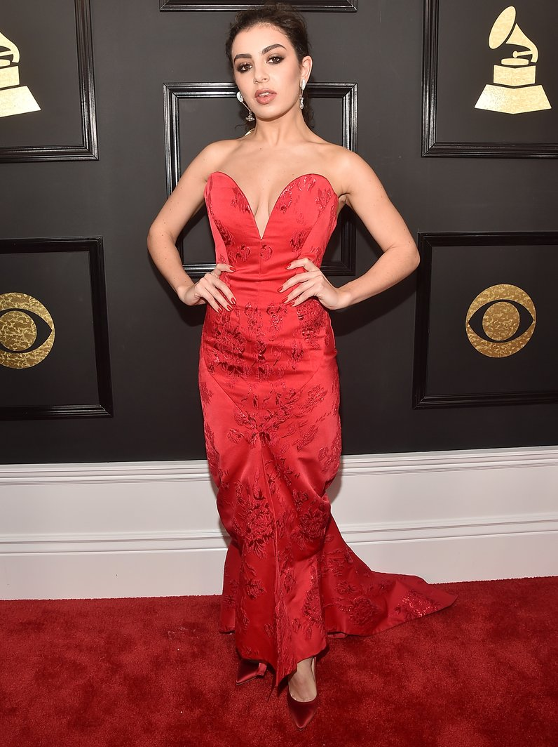charli-xcx-grammy-awards-2017-arrivals-1
