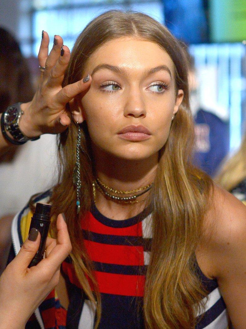 NYFW Make Up Gigi Hadid at Tommy Hilfiger