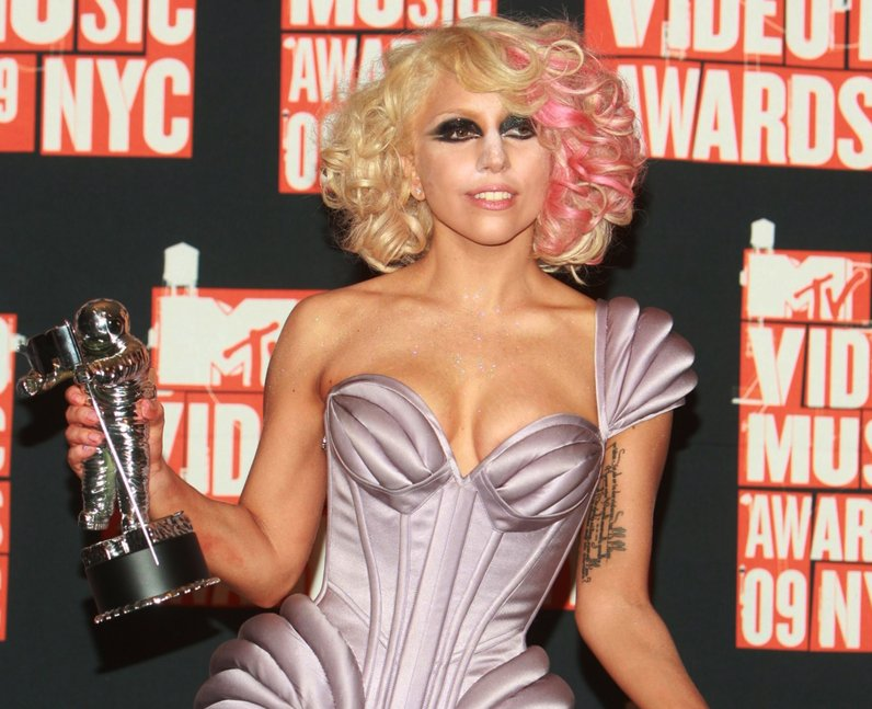 Peach Hair celebs Lady Gaga