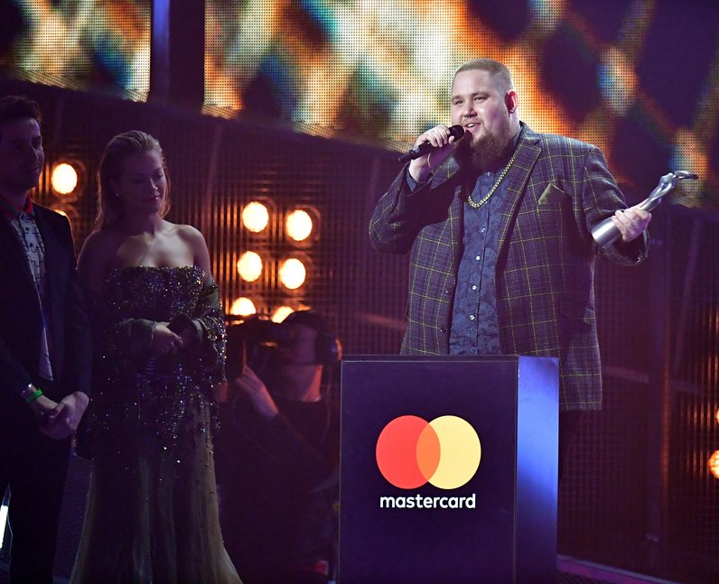 Rag 'N' Bone Man WINNER British Breakthrough BRITs