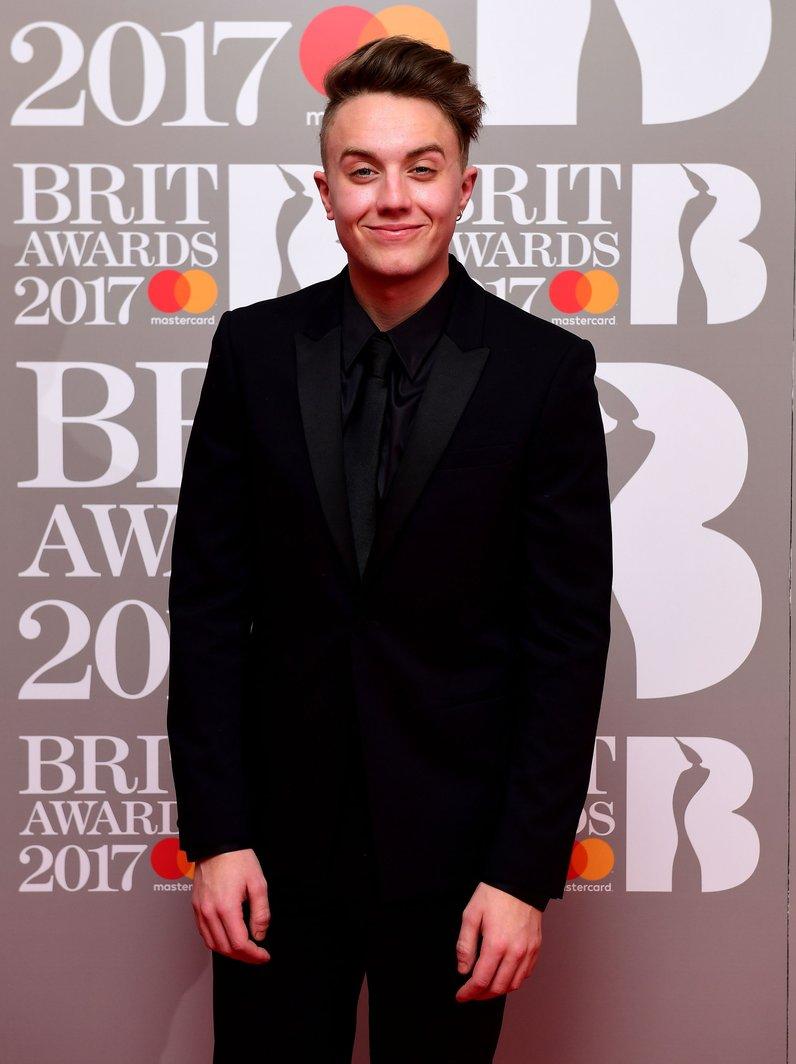 Brit Awards 2017 Red Carpet Fashion Photos Capital