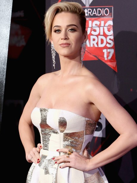 Katy Perry debuts new hair shortly after her break