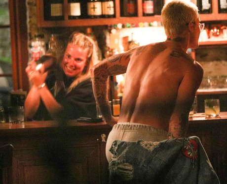 Justin Bieber strips off in the middle of a bar fo