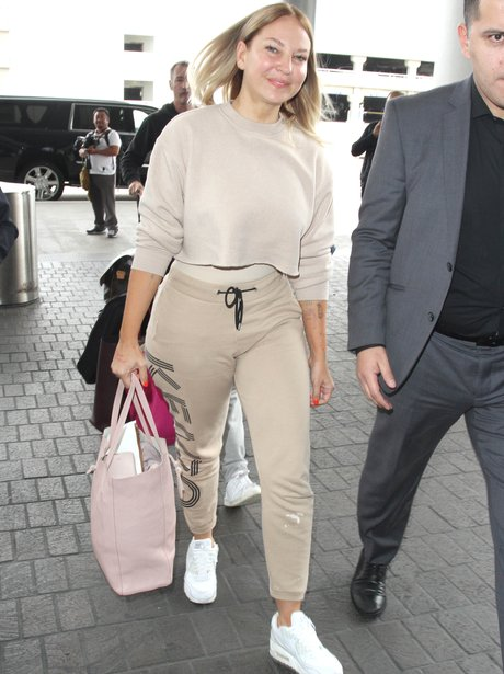 Sia is unmasked as she heads to the airport