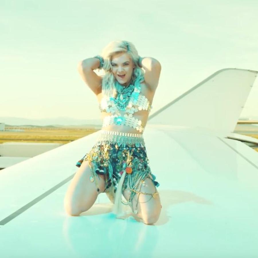 Louisa Johnson - 'Best Behaviour' Music Video