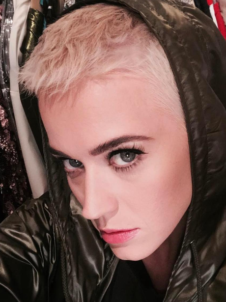 Katy Perry cuts her hair even shorter