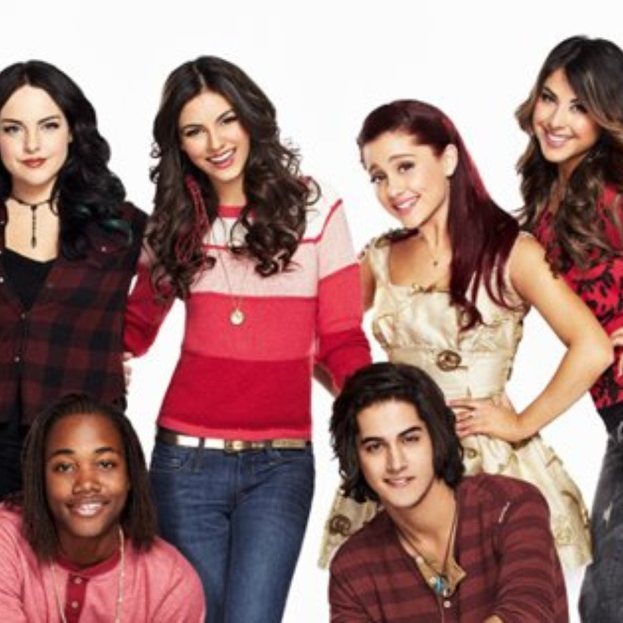 The Clip Shows Liz Gillies Talking To Ariana Grande Victoria Justice And Daniella Monet About Which Cast Members Sing Most When Theyre Not Filming