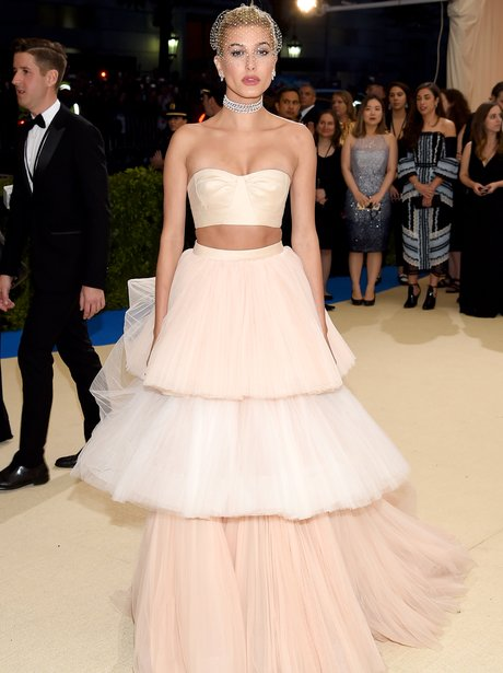 Hailey Baldwin 21 Unmissable Photos From The Met Ball 2017 From
