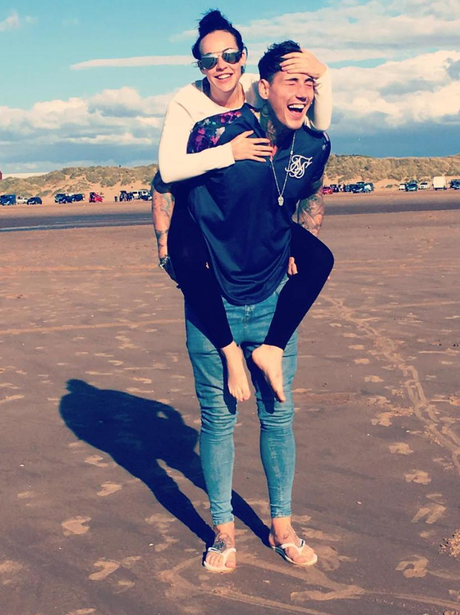 Stephanie Davis hangs out at the beach with Jeremy