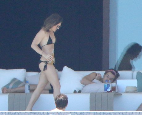 Harry Styles relaxes on holiday