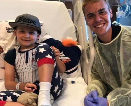 Justin Bieber visits poorly children in hospital