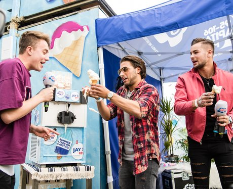 V festival backstage