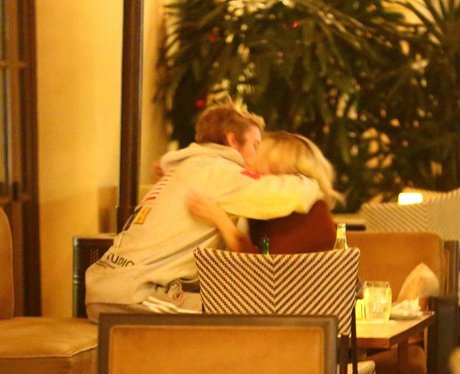 Justin Bieber and Selena Gomez kiss and hug