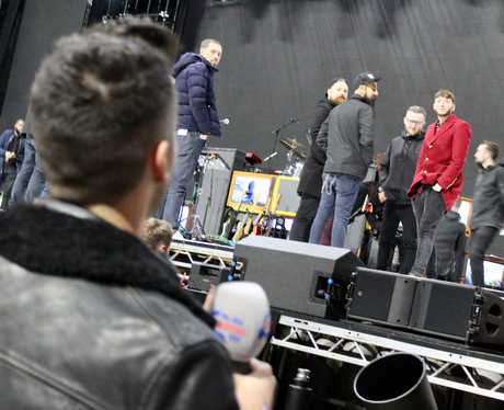 Rob disturbing James Arthur during sound check