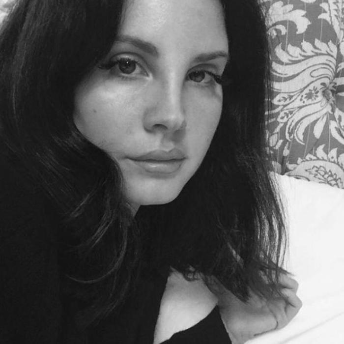 Lana Del Rey selfie